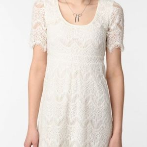 PINS & NEEDLES| Off white lace dress